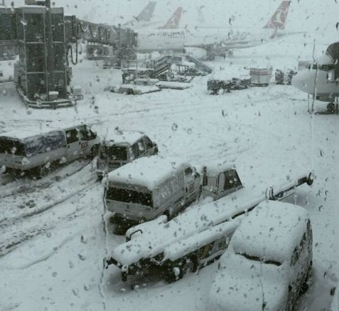 Maltempo, 500 italiani bloccati aeroporto Istanbul per tempesta neve4