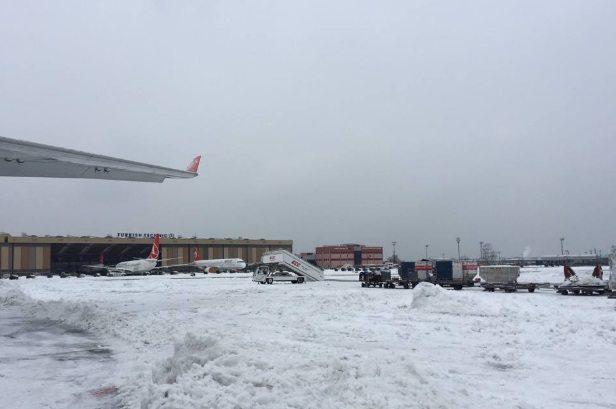 Maltempo, 500 italiani bloccati aeroporto Istanbul per tempesta neve8