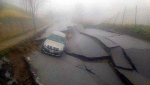 Maltempo Calabria: strada si spacca e sprofonda a Girifalco