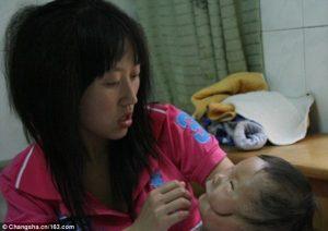 """Mask boy"""", il bambino cinese che ha due facce5"""