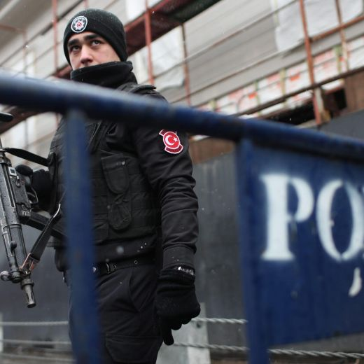Istanbul, attentato al night club vestiti da Babbo Natale: almeno 35 morti20