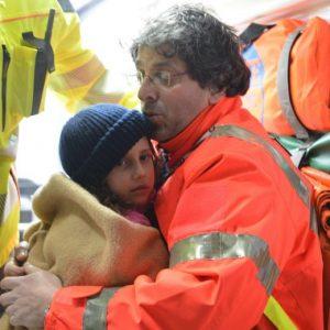 bimbi salvati arrivano in ospedale21