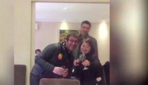 """YOUTUBE - Ciro Ferrara in Cina, dedica """"O sole mio"""" alla cameriera"""
