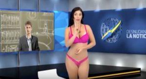 YOUTUBE Desnudando las Noticias: la annunciatrice Karen Aguilar resta così