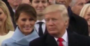 YOUTUBE Melania Trump sorride a Donald, poi, quando lui si gira...