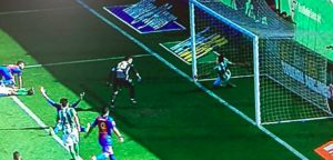 Betis-Barcellona, Suarez gol fantasma come Muntari (FOTO)
