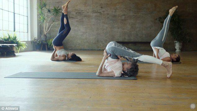 Tao Porchion Lynch insegnante di Yoga a 98 anni 2