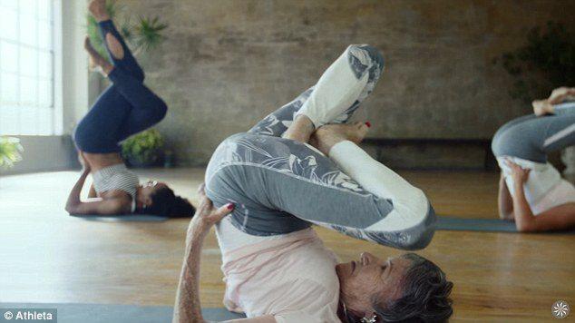 Tao Porchion Lynch insegnante di Yoga a 98 anni 7