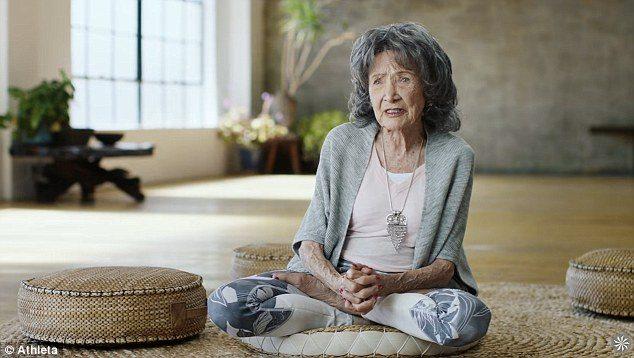 Tao Porchion Lynch insegnante di Yoga a 98 anni 5