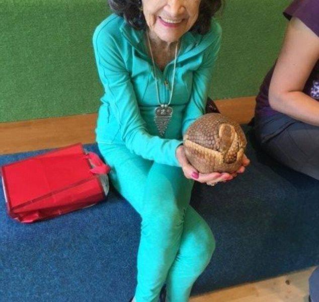 Tao Porchion Lynch insegnante di Yoga a 98 anni 4