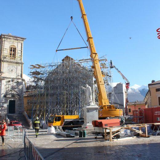 Terremoto Centro Italia, messa in sicurezza facciata Basilica Norcia5
