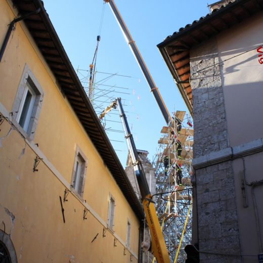 Terremoto Centro Italia, messa in sicurezza facciata Basilica Norcia2