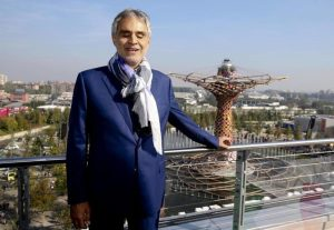 """Andrea Bocelli e John Travolta """"usati"""" per raggirare risparmiatori a Varese"""