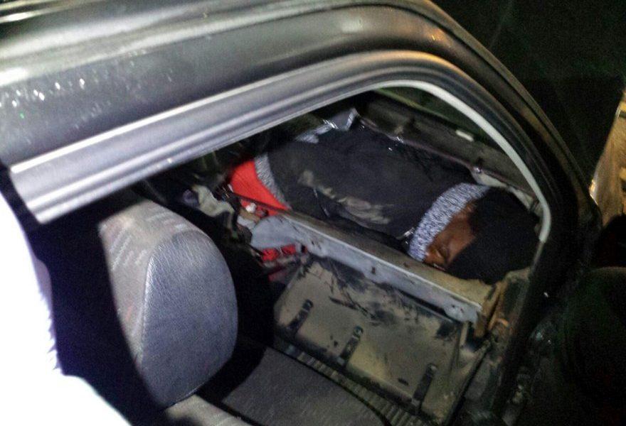 Ceuta: cercano di entrare in Spagna nascosti nel cruscotto