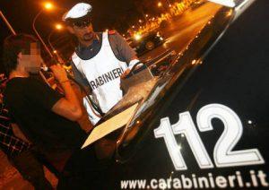 In motorino senza casco, assicurazione, patente e ubriaco: multa di 7 mila euro