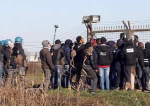 Migranti, centro accoglienza Cona gestito da coop sotto inchiesta