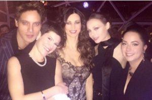 Manuela Arcuri compie 40 anni: party con Gabriel Garko e Valeria Marini FOTO