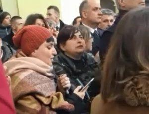 Rigopiano, Arisa canta ai funerali di Silvana Angelucci e Luciano Caporale