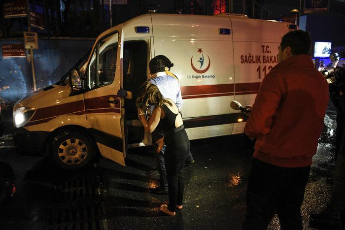 Istanbul, attentato al night club vestiti da Babbo Natale: almeno 35 morti94