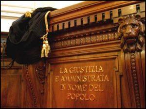 """Torino: mutande in bocca per pipì a letto e cartello """"sono sporco"""". Coppia vessava figlio adottivo"""