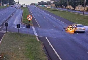 YOUTUBE Moto esplode dopo schianto da un'auto: un morto