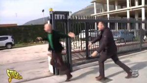 Striscia la Notizia, Luca Abete aggredito da un rivenditore di auto VIDEO
