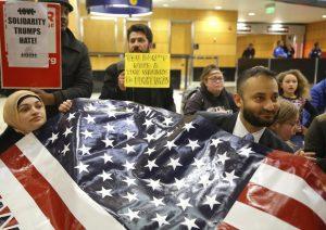 Decreto Trump: col passaporto inglese puoi entrare, con il tedesco no...