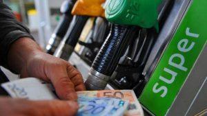 Benzina, stangata inizio anno: un pieno costa 7 euro in più rispetto al 2016