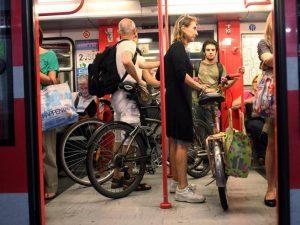 Roma, bici gratis su bus e tram. Ma solo se abbonati...