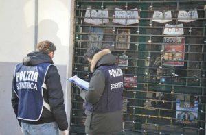 Mario Vece, poliziotto colpito da bomba a Firenze non ha assicurazione. Colletta per la protesi