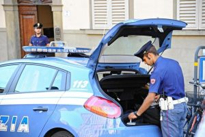 Brescia: donna decapitata nella tromba delle scale