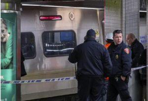 YOUTUBE New York, deraglia treno pendolari. Oltre 100 feriti