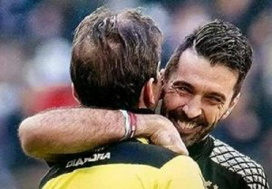 Gigi Buffon abbraccia Paolo Tagliavento dopo Juve-Lazio FOTO. E sui social...
