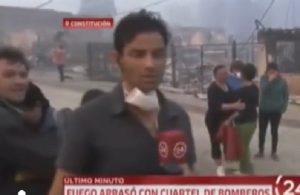"""""""Non filmare il dolore"""": il bel gesto del giornalista fa il giro del mondo"""