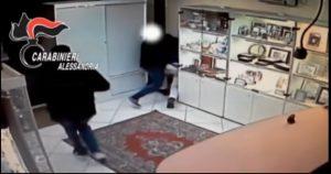 Rapina stile Arancia Meccanica ad Alessandria: gioielliere massacrato di botte