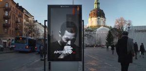 YOUTUBE Cartellone anti sigarette, tossisce quando passi fumando