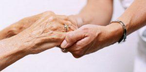 Cesena: spinge la moglie malata nella scarpata, poi tenta suicidio. Arrestato 71enne