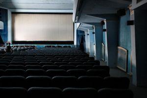 Torino, psicosi terrorismo al cinema: marocchini sordomuti si scambiano sms, spettatori in fuga