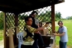 YOUTUBE Cinese usa per la prima volta una pistola: cosa succede al poligono