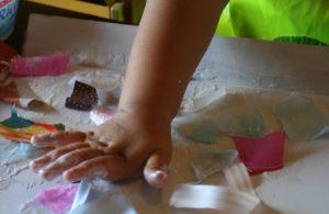 Colla per bambini pericolosa: sequestrati 1,5 milioni di prodotti