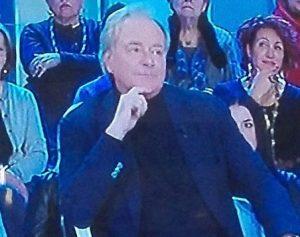 Corrado Tedeschi, pantaloni bucati: tutto ripreso in diretta tv