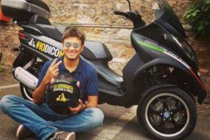 Alessandro Di Battista: scooter Constitution tour all'asta su eBay per i terremotati
