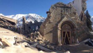 Amatrice, nuova scossa di terremoto fa crollare parete Chiesa Sant'Agostino