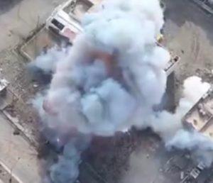 Mosul: le immagini del kamikaze che si fa esplodere riprese dal drone
