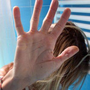 Molesta 33enne in metro a Milano, fermato. Studentessa denuncia violenza a Firenze