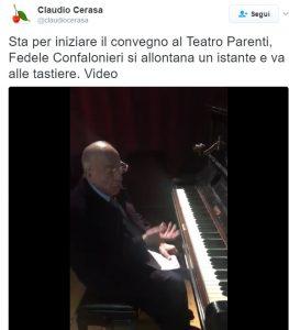 Fedele Confalonieri suona il pianoforte durante il convegno