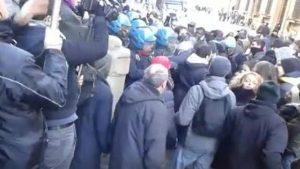 Firenze: migranti provano a sfondare in Prefettura per rogo capannone e morte di Alì