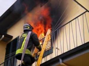 Cagliari, dà fuoco a casa e scappa: arrestato, ha problemi psichici
