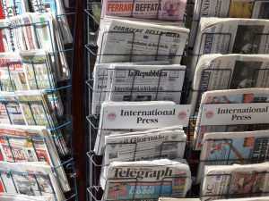Crisi dei giornali: ecco perché non li compra più nessuno
