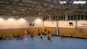 YOUTUBE Crolla il soffitto durante la partita di hockey: giocatori in fuga